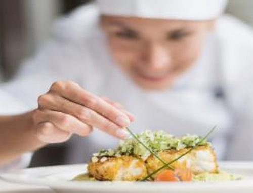 Es necessita noia o dona com ajudant de cuina per a restaurant